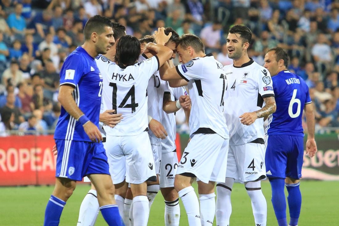 נבחרת אלבניה חוגגת מול ישראל