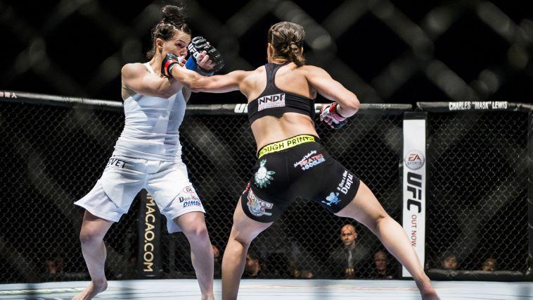 """בעיה כבדה: לוחמת MMA סובלת """"משדיים גדולים"""""""