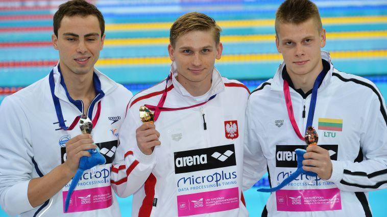 טומרקין זכה במדליית כסף ב-200 מטרים גב
