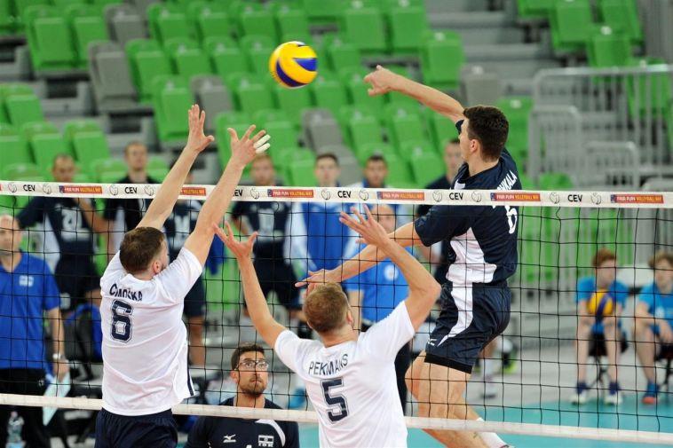 ישראל הפתיעה את לטביה, ניצחה בחמש מערכות