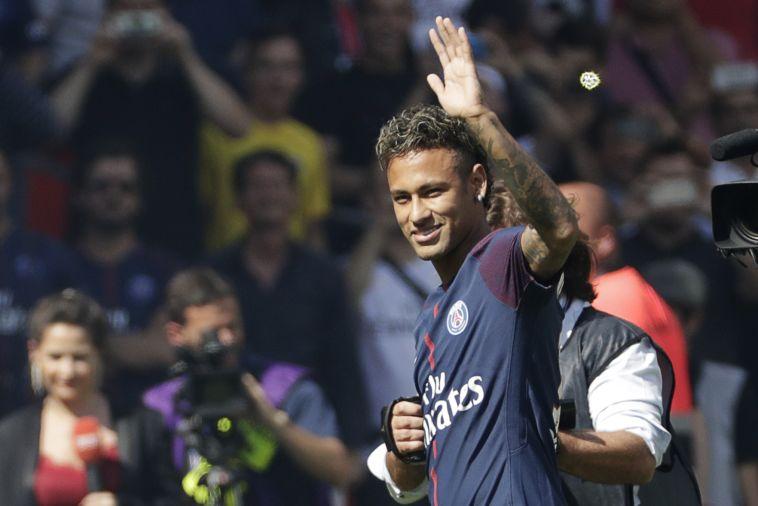 ניימאר הוצג בפאריס סן ז'רמן וצפה בקבוצתו מנצחת 0:2