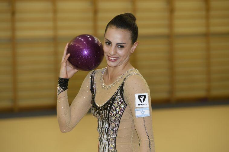 באשרם שלה: זהב וכסף למתעמלת הישראלית בסבב גביע העולם