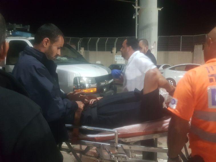 מהומת ענק באום אל פאחם: פצועים ושחקנים כלואים במגרש