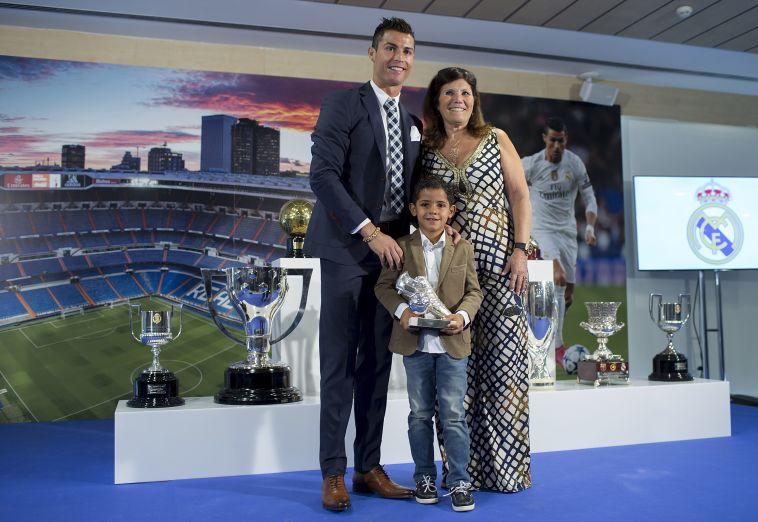 אימו ואחותו של רונאלדו יוצאות בקמפיין תמיכה