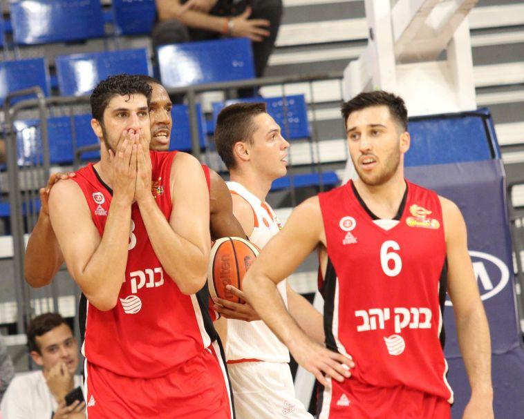 הפועל ירושלים הפסידה 92:81, מכבי ראשון לציון עלתה לגמר