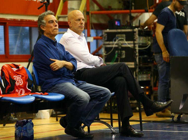 אפי בירנבוים ורמי הדר. המאמן והמנהל לא ראו עין בעין