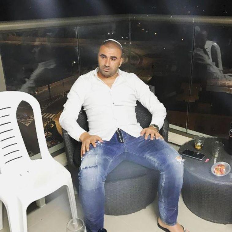 ערן לוי נח מהארוחה. צילום: אינסטגרם