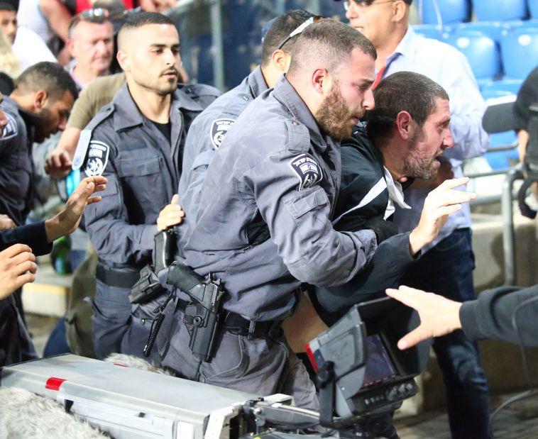 """שוטרי יס""""מ. כמו במשטרים אפלים. צילום: דני מרון"""