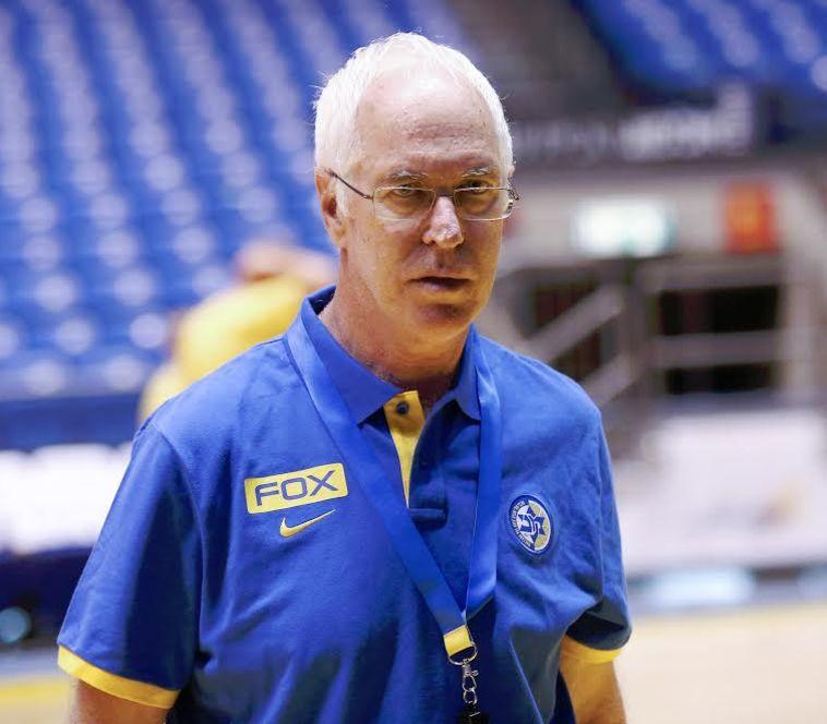 אריק שיבק. שלא יספרו לו על מעמד המאמן. צילום: דני מרון