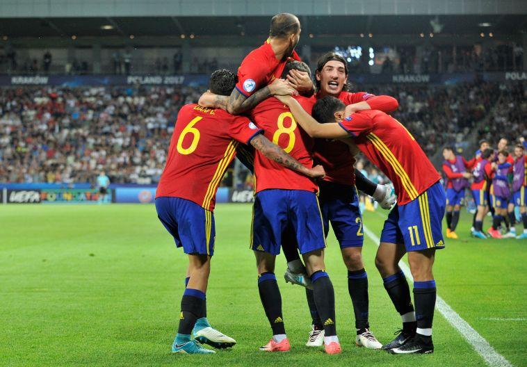 שחקני נבחרת ספרד. חוגגים עלייה לגמר (gettyimages)
