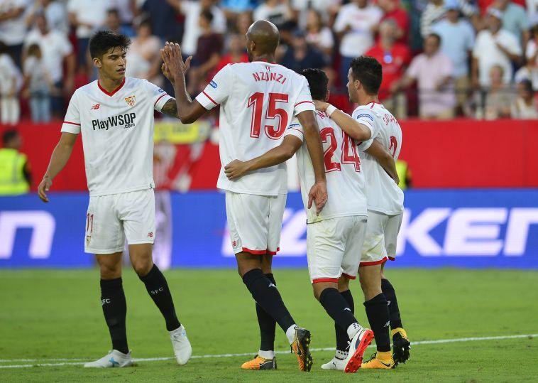 שחקני סביליה חוגגים את הניצחון (AFP)