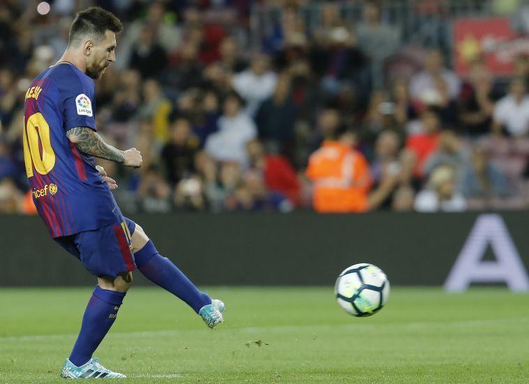 ליאו מסי. כולם יודעים מי בועט כדורים חופשיים (AFP)