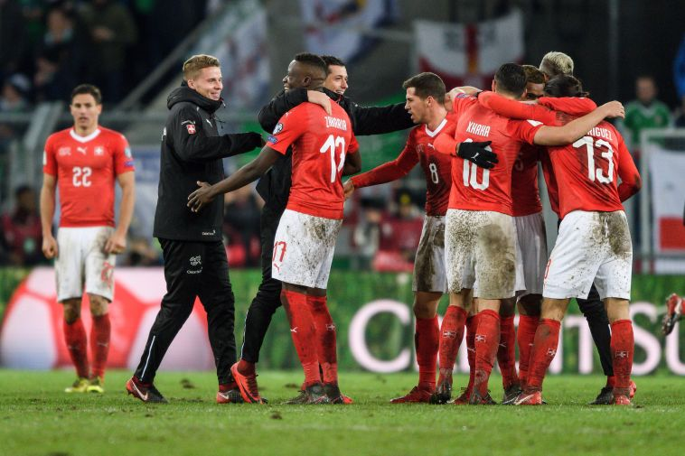 שחקני נבחרת שווייץ חוגגים (AFP)