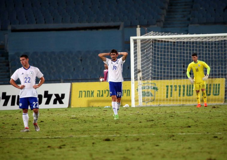 שחקני הנבחרת הצעירה מאכזבת (אודי ציטיאט)
