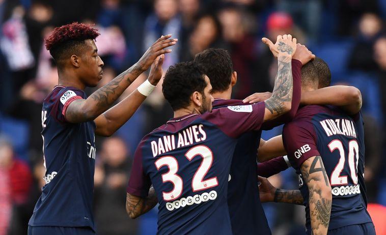 שחקני פאריס סן ז'רמן חוגגים (AFP)
