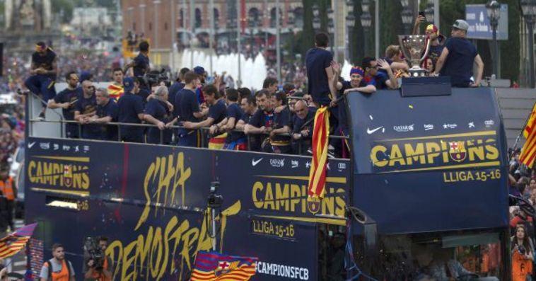 שחקני ברצלונה חוגגים את האליפות.
