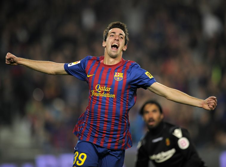 """דודו אוואט מציץ על קואנקה במדי ברצלונה. """"לא צריך לדאוג"""" (AFP)"""