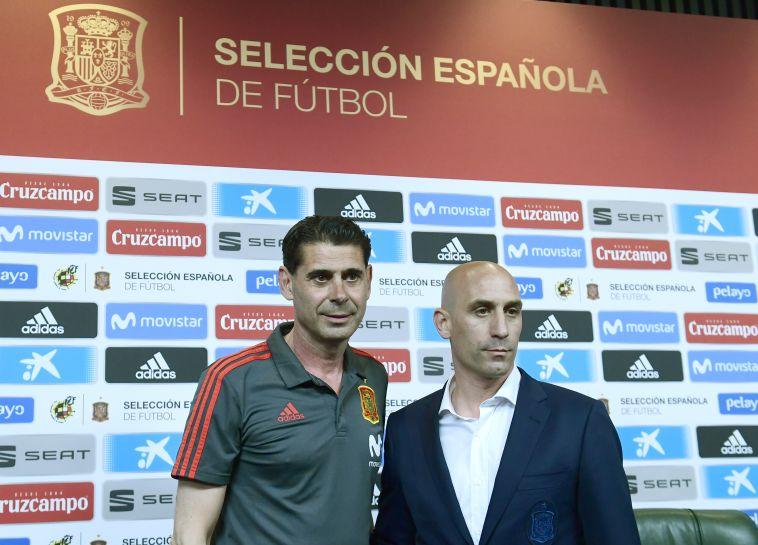 רובילאס עם היירו אחרי המינוי. סירב למנות את מאמן הנבחרת הצעירה (AFP)