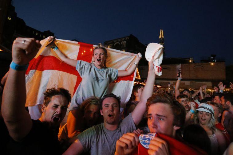 אוהדים בלונדון. סיבה למסיבה (AFP)