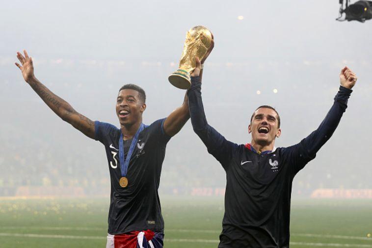 """גריזמן וקימבמפה. """"רוצה להביא את הגביע לעם הצרפתי"""" (Gewttyimages)"""