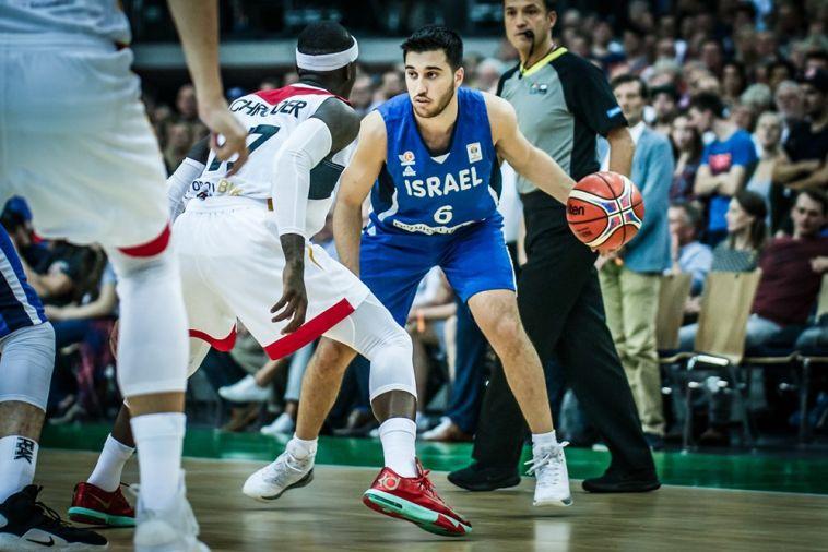 תמיר בלאט. מחצית ראשונה אדירה (FIBA)