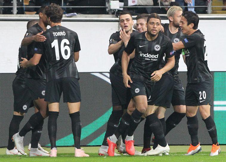 שחקני פרנקפורט חוגגים. ניצחון באמת גדול (AFP)