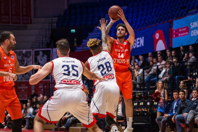 גולן גוט. 17 נקודות שלו לא עזרו (FIBA)