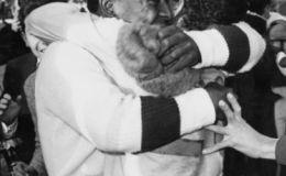 פלה חוגג את הזכייה ב-1962