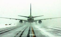 מטוס בשלג