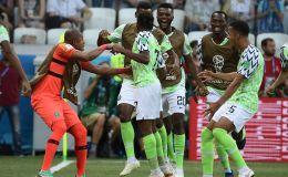 שחקני נבחרת ניגריה חוגגים
