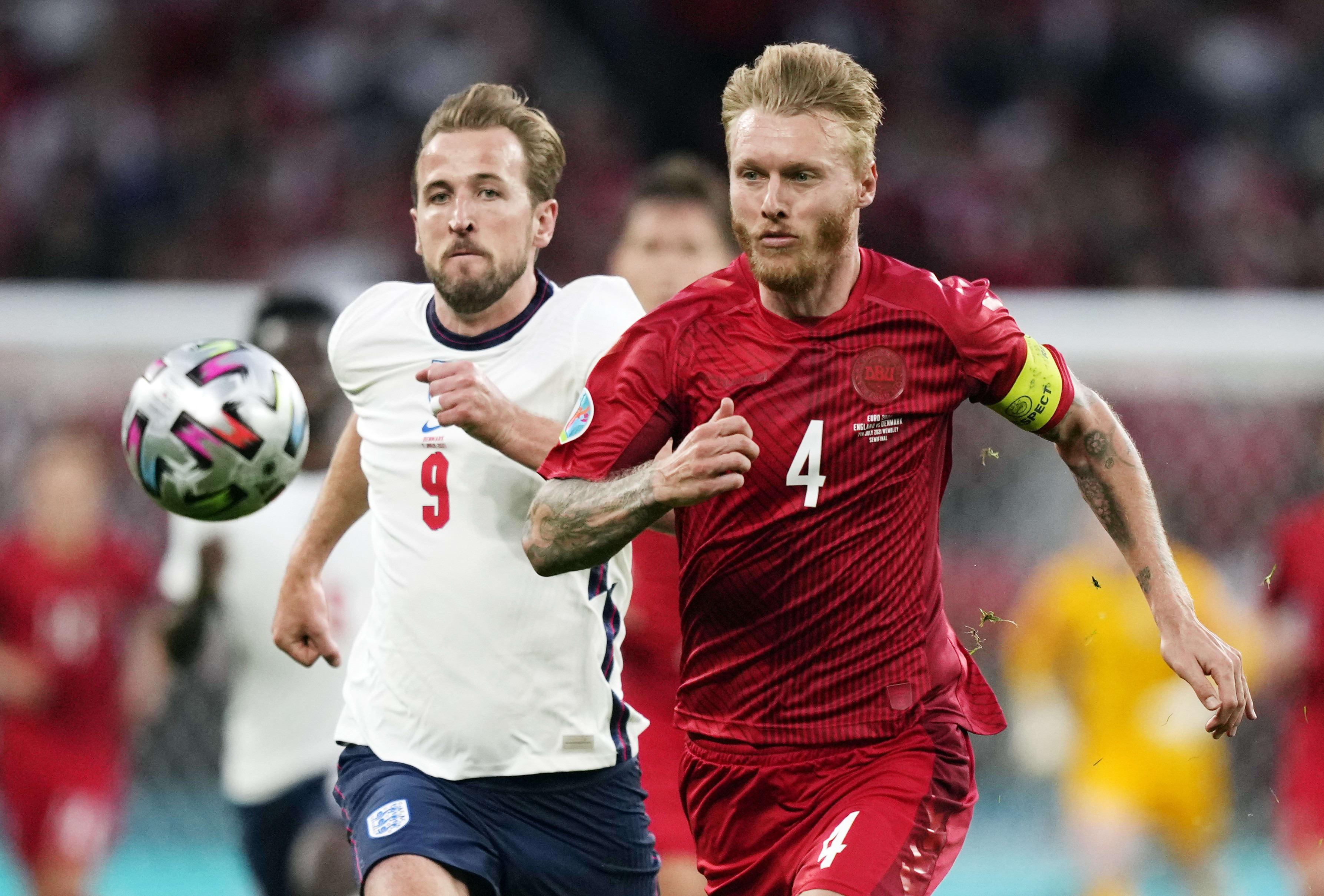 Simon Kiar Denmark player vs. Harry Kane England player
