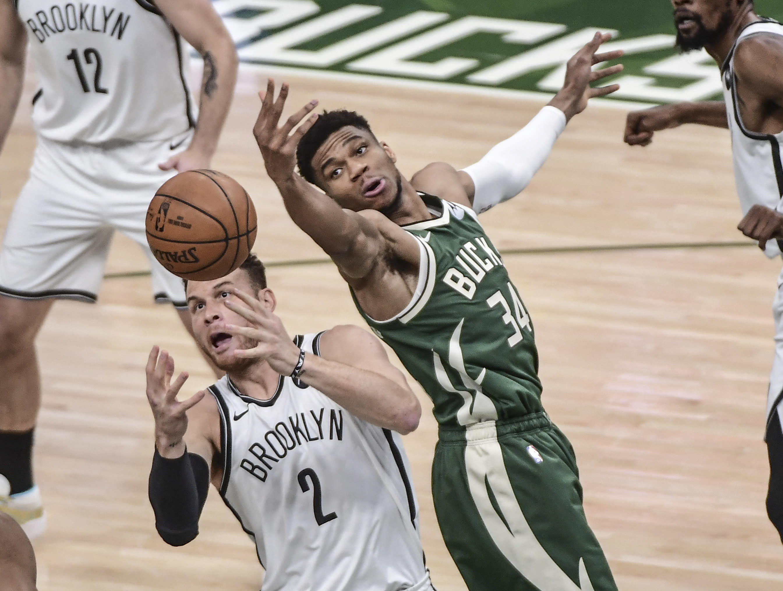 Yannis Antocompo, Milwaukee Bucks, vs. Blake Griffin, Los Angeles Clippers