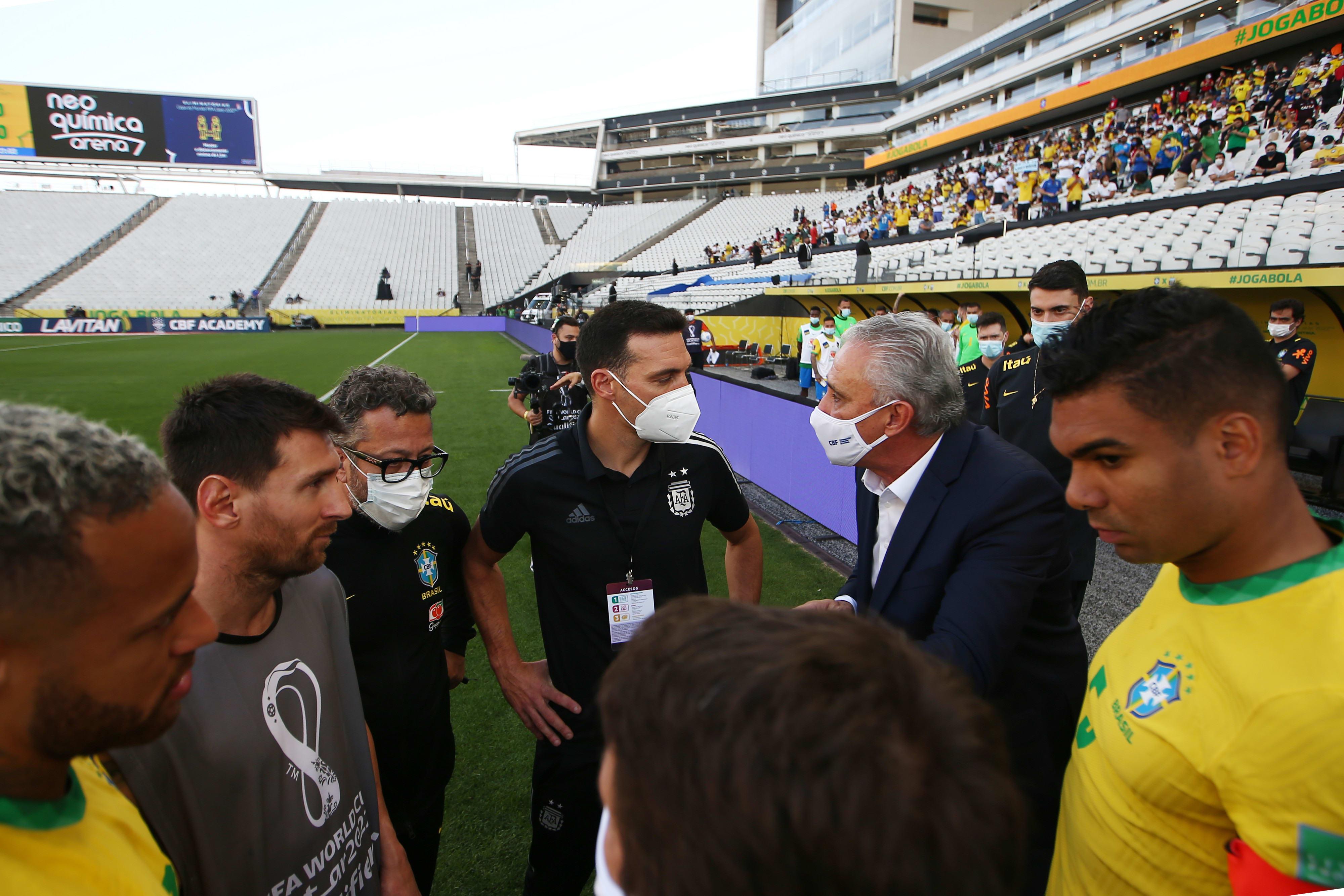 מאמן נבחרת ארגנטינה ליאונל סקאלוני, שחקן נבחרת ארגנטינה ליאונל מסי, שחקן נבחרת ברזיל קאסמירו