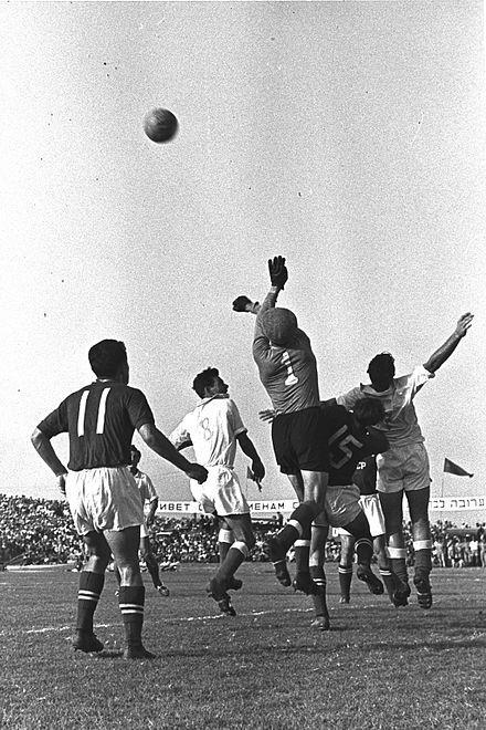 שוער נבחרת ברית המועצות לב יאשין מול נבחרת ישראל