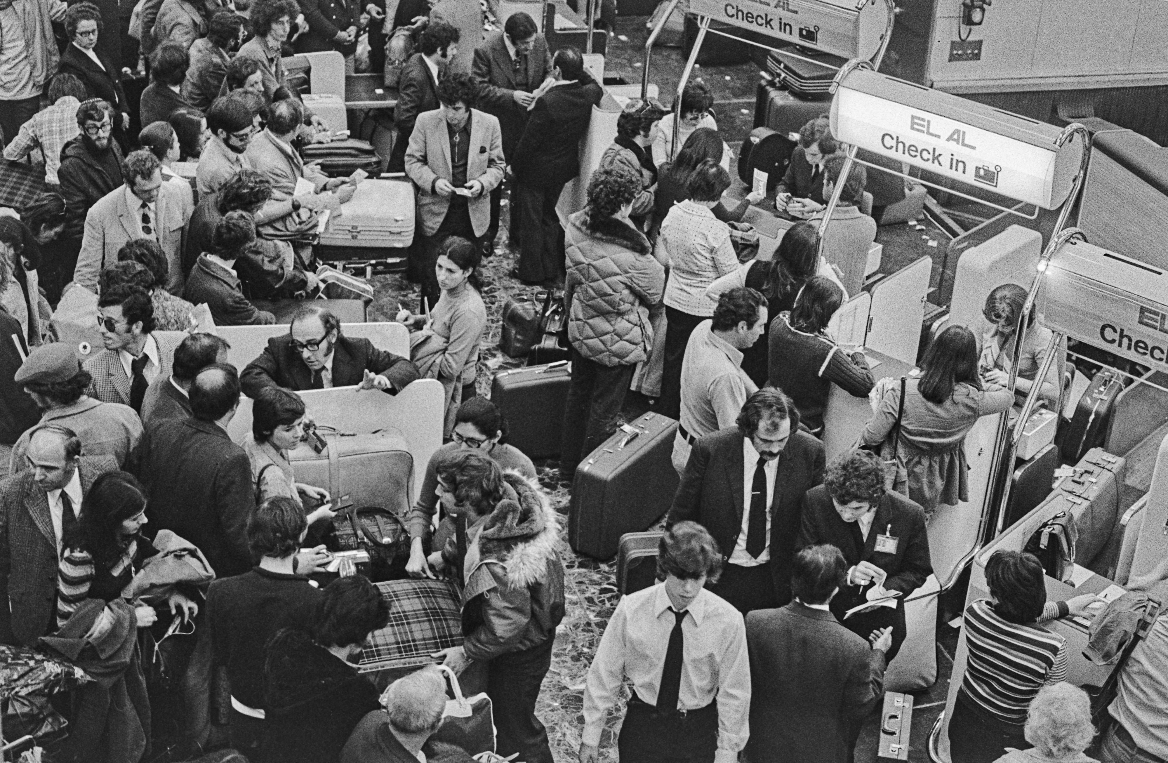 דוכן הצ'ק אין של אל על, לונדון, 1973 במלחמת יום הכיפורים