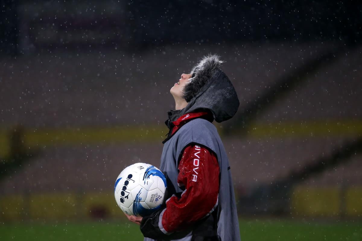 מביא כדורים של הפועל רעננה בגשם נגד מכבי תל אביב