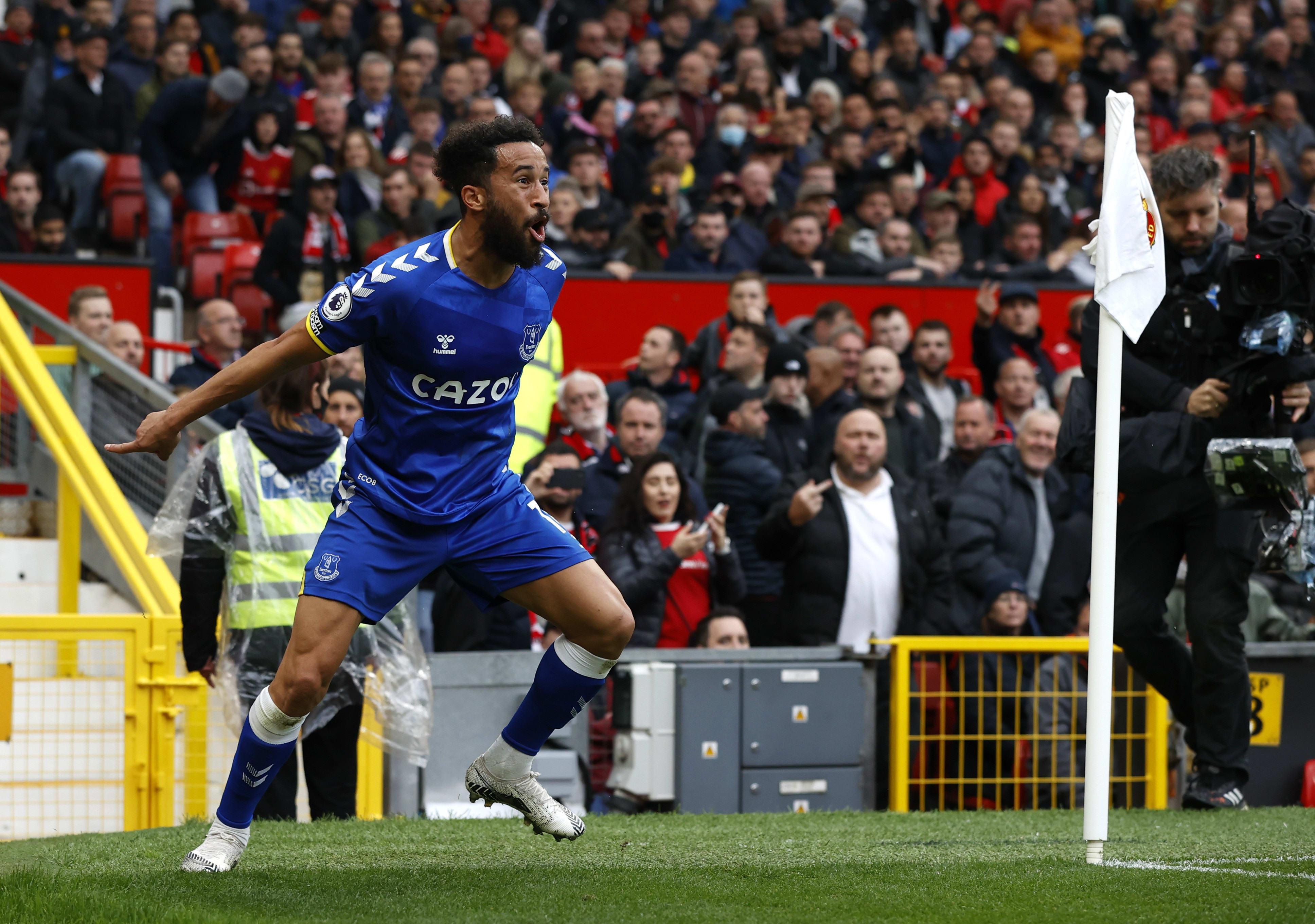 Everton striker Andrews Townsend celebrates against United