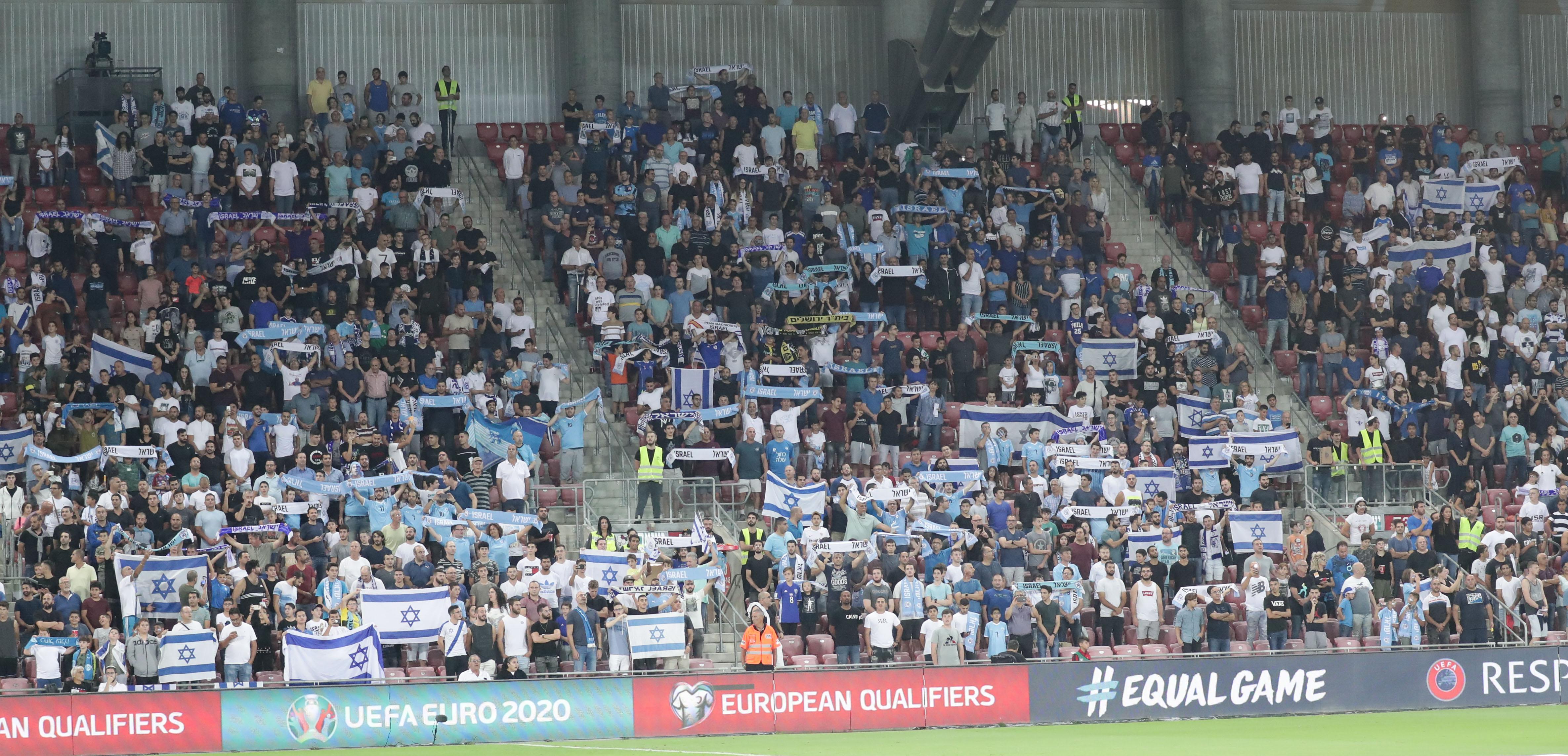 אוהדי נבחרת ישראל באצטדיון טרנר