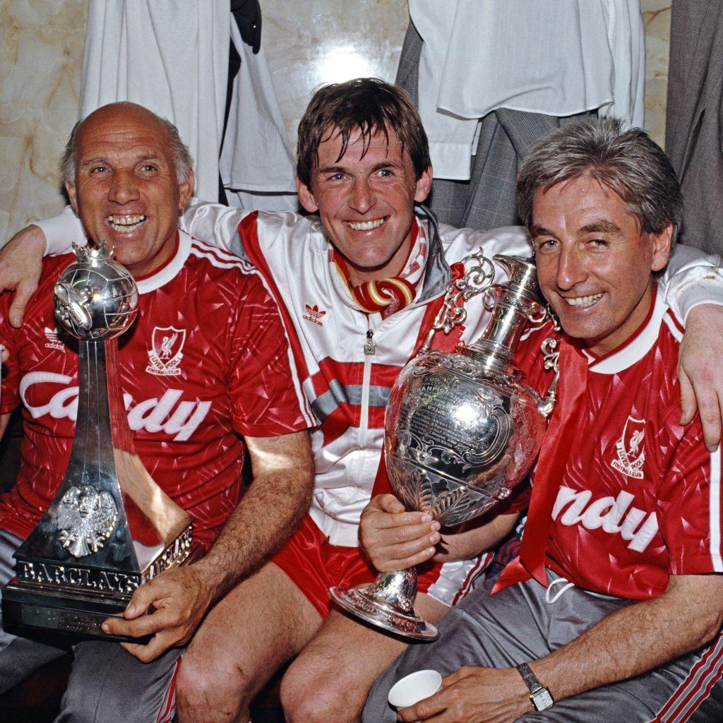 קני דלגליש ושחקני ליברפול באליפות 1990