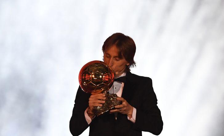 צפו ברגע הגדול: לוקה מודריץ' זכה בכדור הזהב, אמבפה הצעיר הטוב ביותר