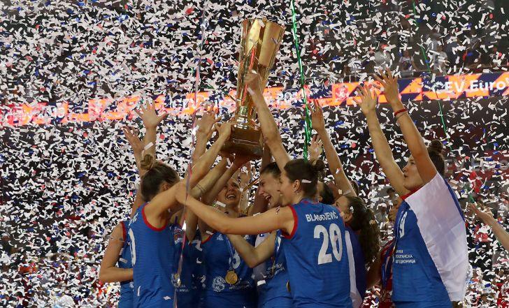 צפו בתקציר: סרביה ניצחה את טורקיה וזכתה באליפות אירופה לנשים בכדורעף