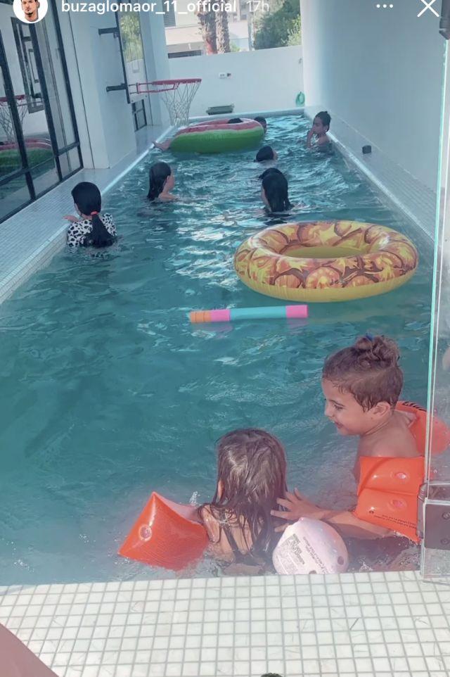 הבריכה בבית משפחת בוזגלו