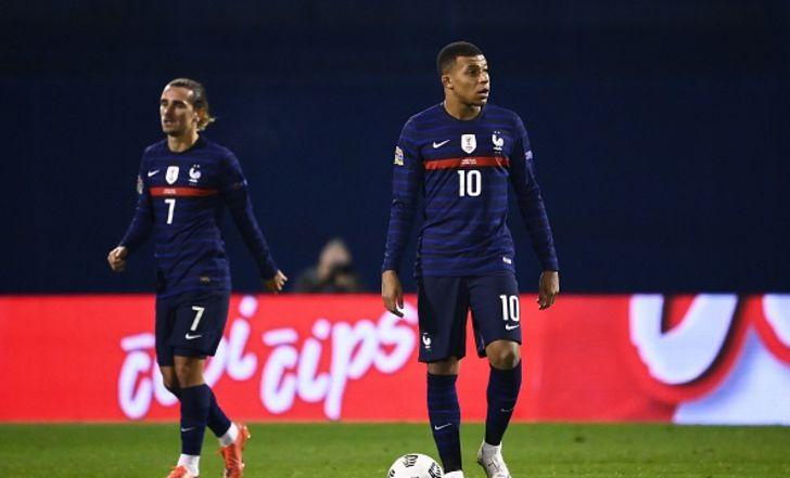 שערים של גריזמן ואמבפה העניקו לצרפת 1:2 על קרואטיה