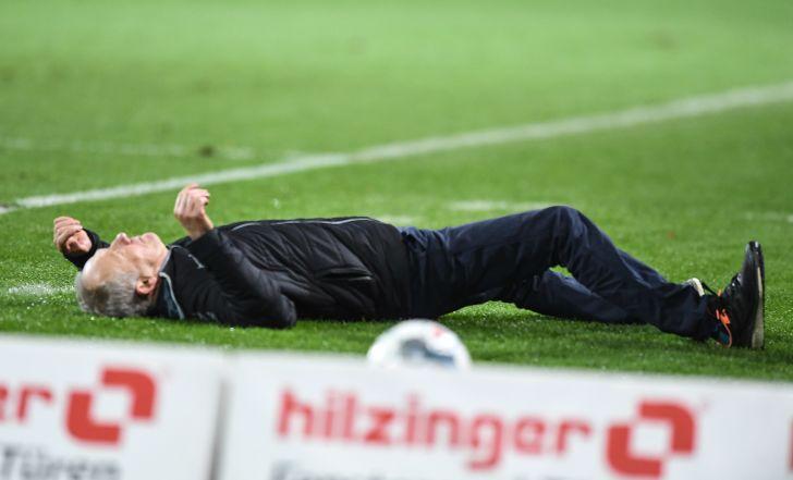 צפו: קפטן פרנקפורט הפיל את מאמן פרייבורג והורחק