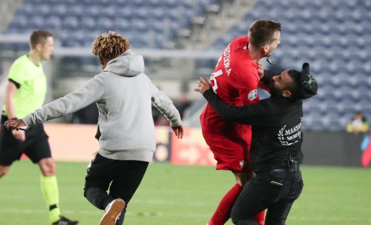 צפו בתקציר: שחקן נפגע על ידי מאבטח, ישראל נכנעה עם 2:1 לפולין בטדי