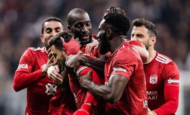 צפו בתקציר: בשיקטאש הפסידה 2:1 בבית לסיבאספור, שהתבססה בפסגת הליגה הטורקית