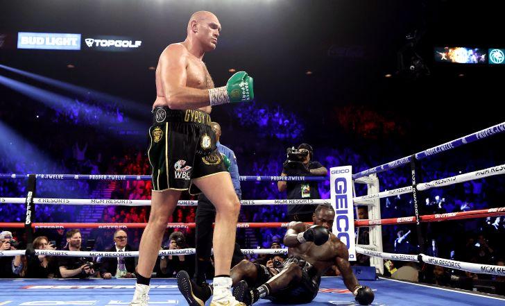 קרב ענקים: טייסון פיורי ניצח את דאונטיי ווילדר באליפות העולם במשקל כבד