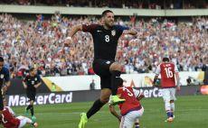 דמפסי חוגג שער וכרטיס לרבע הגמר צילום(צילום: AFP)