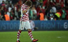 מודריץ' מתקשה לעצור את הדמעות בלאנס צילום(צילום: AFP)