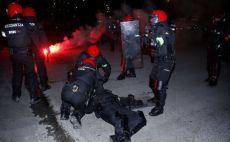 שוטר בבילבאו נפצע על ידי אוהדי ספרטק צילום(מסך)